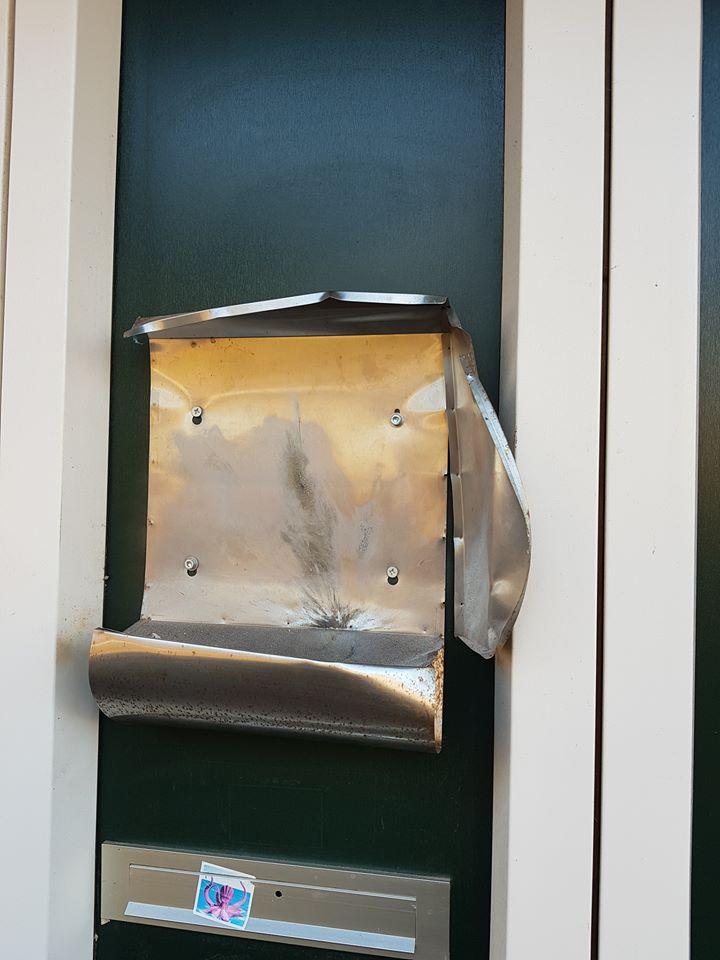 Vernieling voordeur en brievenbus