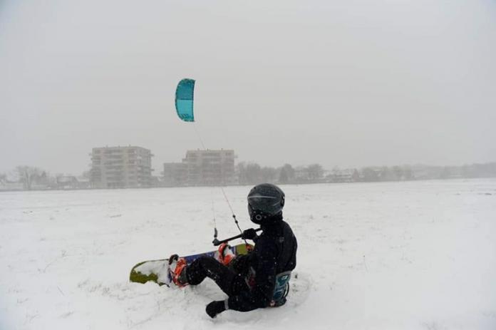 Kitesurfers weggestuurd