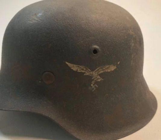 Duitse gevechtshelm in Museum